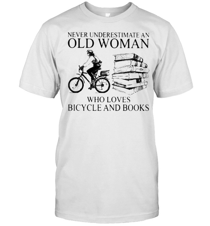 Never Underestimate An Old Woman Who Loves Bicycle And Books  Classic Men's T-shirt