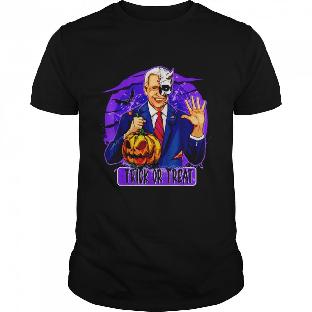 Joe Biden hold Pumpkin Trick or Treat Halloween T- Classic Men's T-shirt